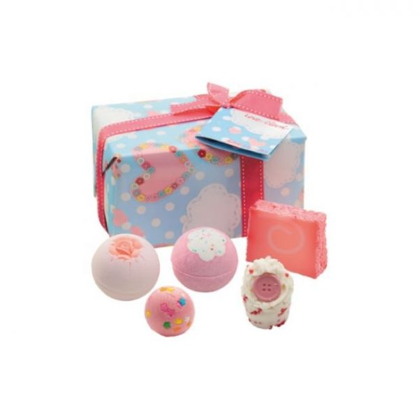 2218 love cloud bomb cosmetics set