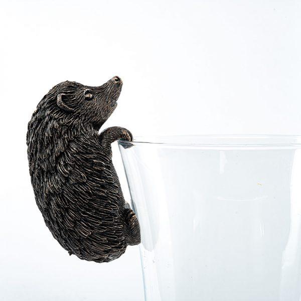 Jardinopia-Pot-Buddy-Hedgehog-on-glass